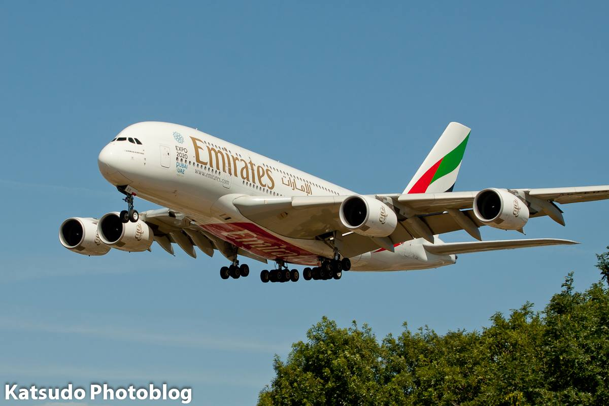 Airbus A.380, Emirates, Heathrow
